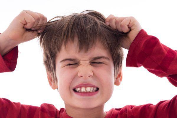 Ребенок сам себя бьет