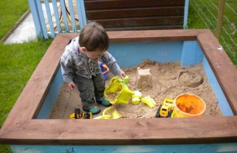 С какого возраста можно играть в песочнице