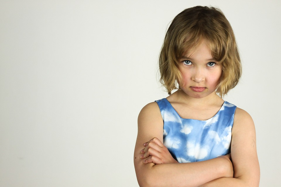 Когда ребенок начинает осознавать стыд