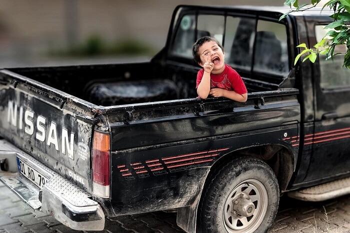 Как научить ребенка не баловаться в машине