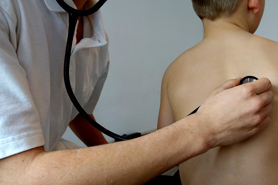 Как научить ребенка не бояться врача