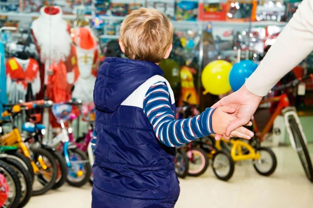 Чего нельзя делать при ребенке в магазине