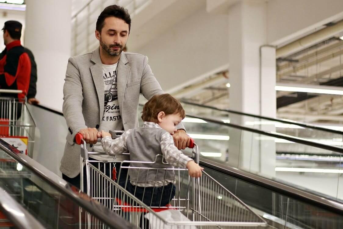 С какого возраста можно брать детей в магазин