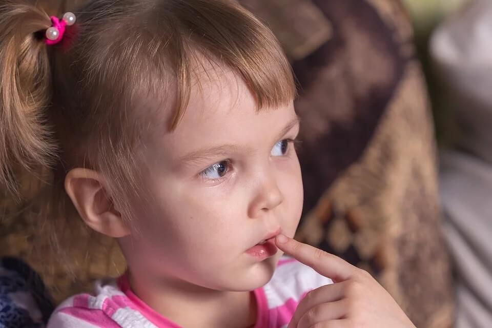 Почему опасно оставлять детей одних