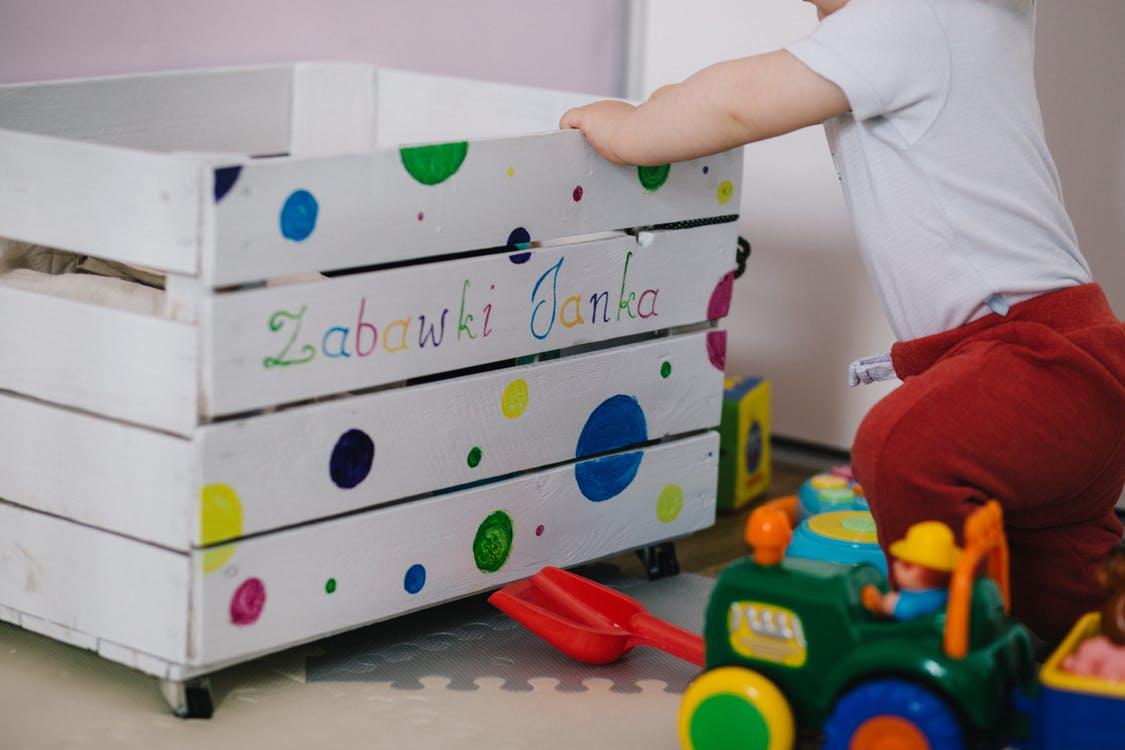 Действительно ли дети ломают игрушки специально