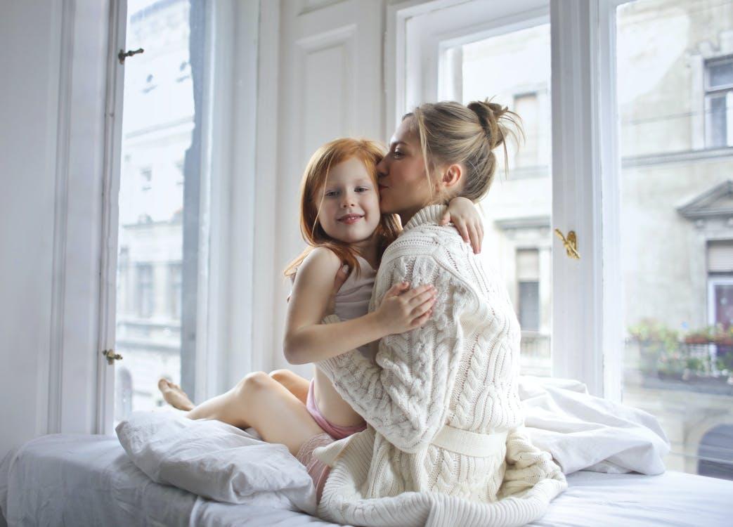 Чем полезны объятия для детей