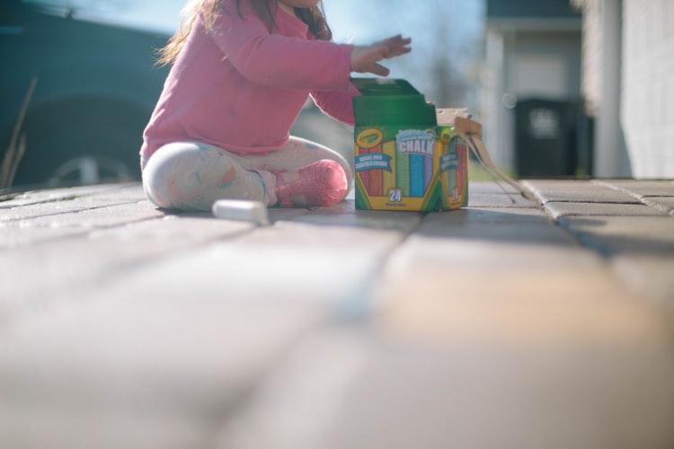 С какого возраста нужно приучать ребенка к самостоятельным играм