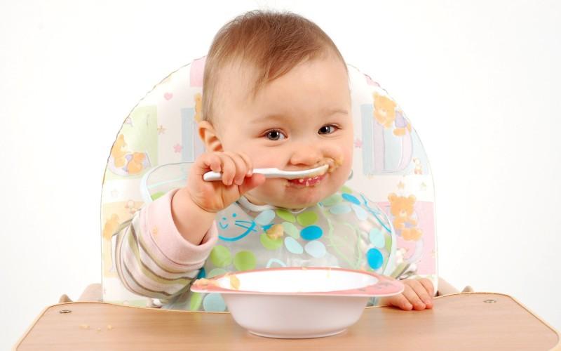 Как научить ребенка самостоятельно кушать