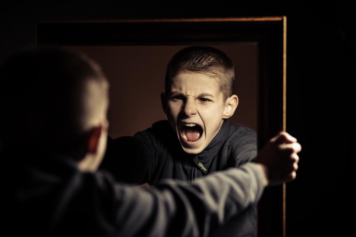 Почему подростки бывают агрессивными: откуда берется агрессия и как ею управлять